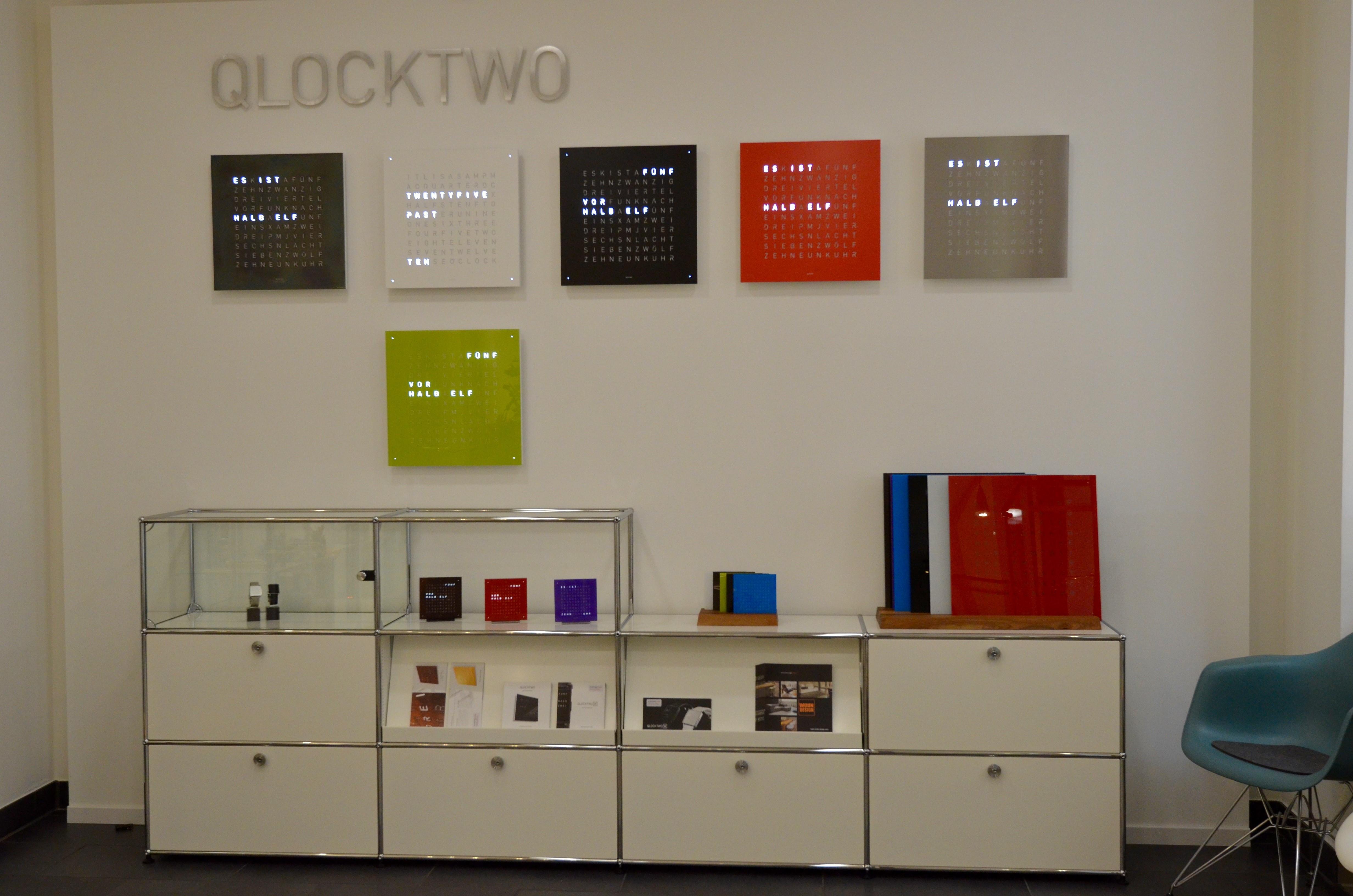 qlocktwo in karlsruhe wohn design blog. Black Bedroom Furniture Sets. Home Design Ideas